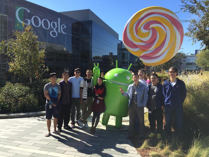 图为访问Google,与实验室优秀毕业生合影