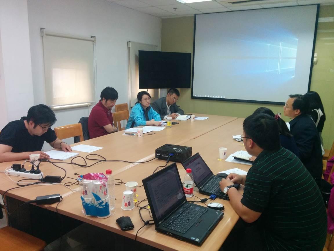 图为专家组成员对课题开展情况提出建设性意见