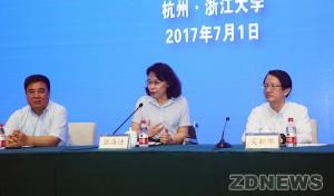 图为中国残联主席张海迪致辞
